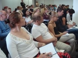 Обучителни семинари за хора от подпомагащи професии