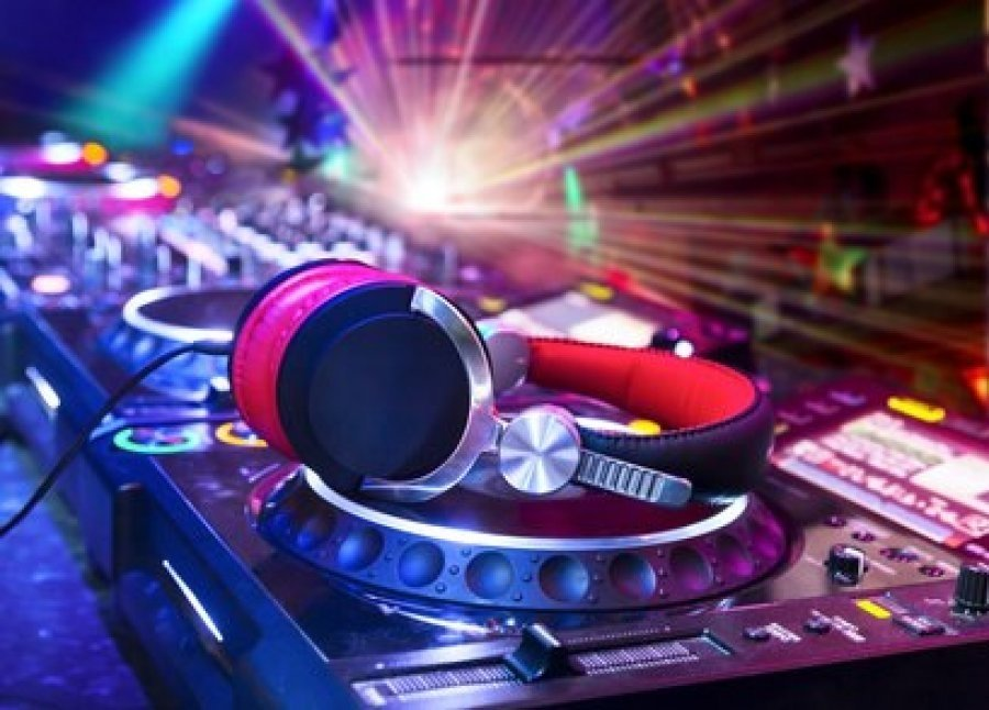 Как да изберете и работите със сватбен DJ