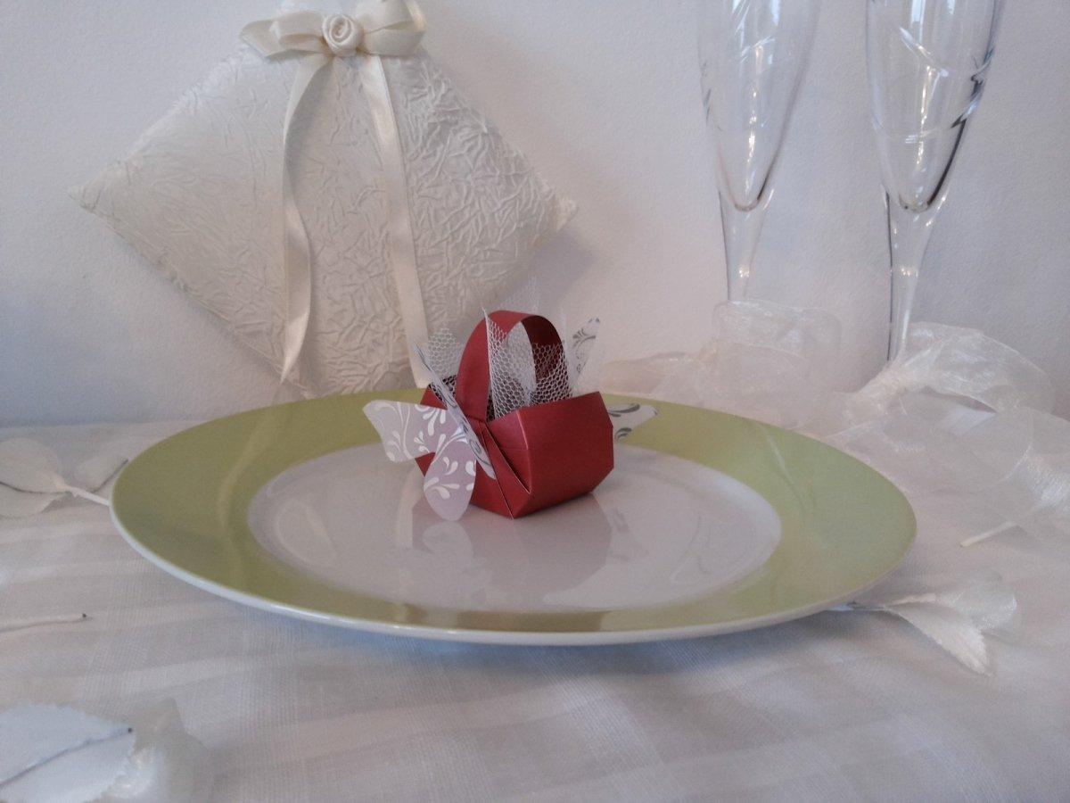 Бонбониера кошничка