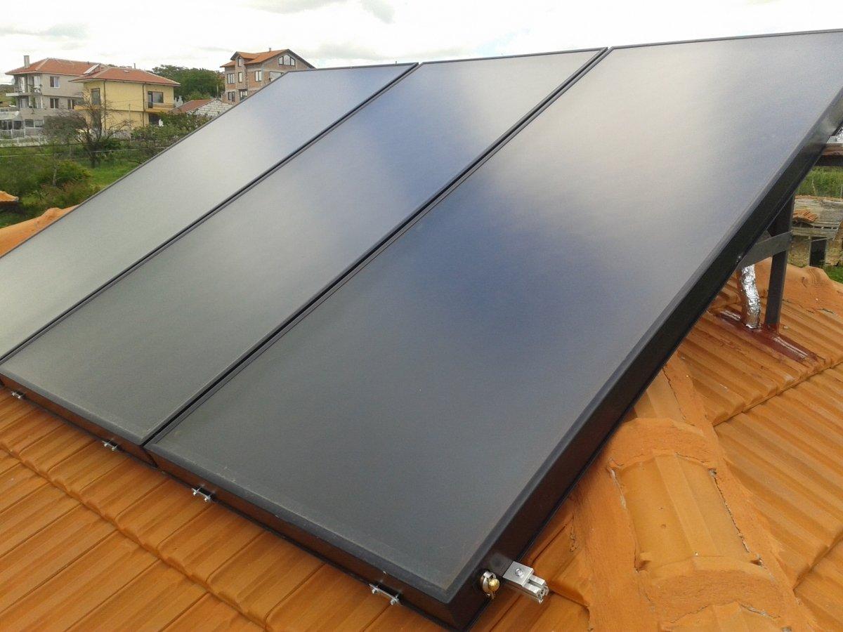 Вакуумно тръбни и плоски слънчеви системи за топла вода и спомагане на отопление Sunsystem