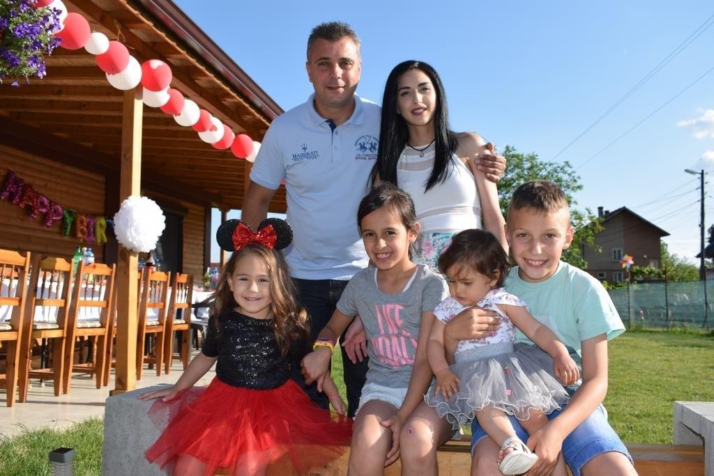 Юлиан Ангелов отвъд  политиката – щастлив със семейството си на село
